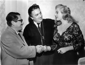 Public domain image, source: https://it.wikipedia.org/wiki/File:Flaiano_Fellini_Ekberg_1960.jpg